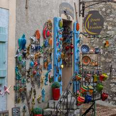 Colorful pottery shop in Gourdon
