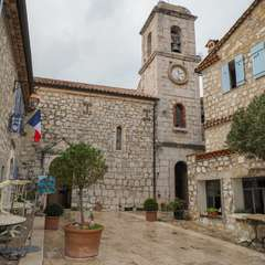Main square and cathedral in the village of Gourdon